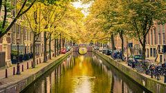 En av Amsterdams idylliska kanaler.