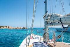 Ta en maritim semester. Besättningen ombord ger dig en hjälpande hand om du vill.