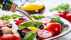 Njut av en uppfriskande caprese-sallad på Sicilien.
