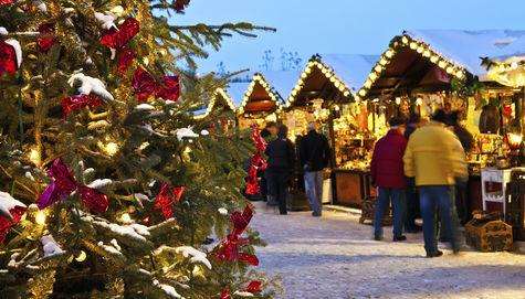 Finns det något mer stämningsfullt än att strosa runt på en julmkarnad i advent?