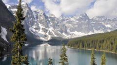 Slående vackra omgivningar i Banff, Kanada.