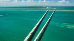 Seven Mile Bridge som tar dig till tropiska Florida Keys.